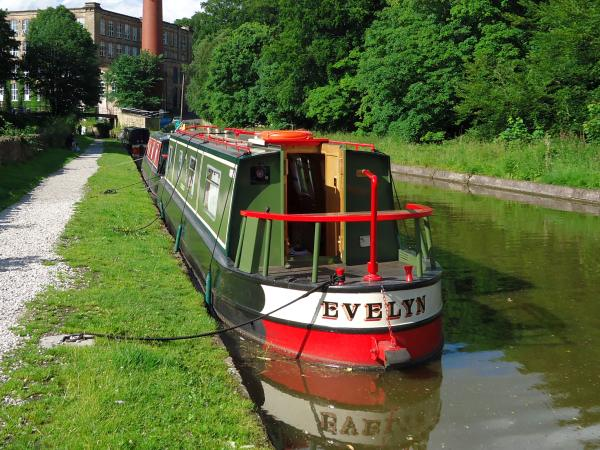 Evelyn Holiday Hire Boat